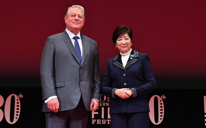 「第30回東京国際映画祭」・クロージングセレモニーに元・米副大統領のアル・ゴア氏と東京都知事の小池百合子氏が登壇