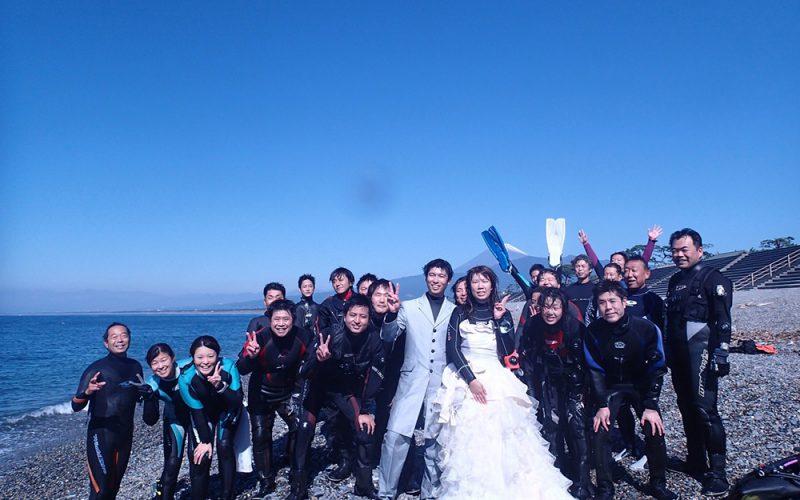 初の試み!千本浜でLogoseaseを使用した水中結婚式